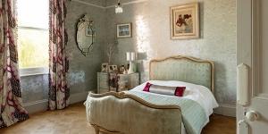5 ไอเดียเลือกผ้าม่านติดห้องนอนให้สวยโดนใจ ไม่ให้เชยกว่าบ้านอื่น