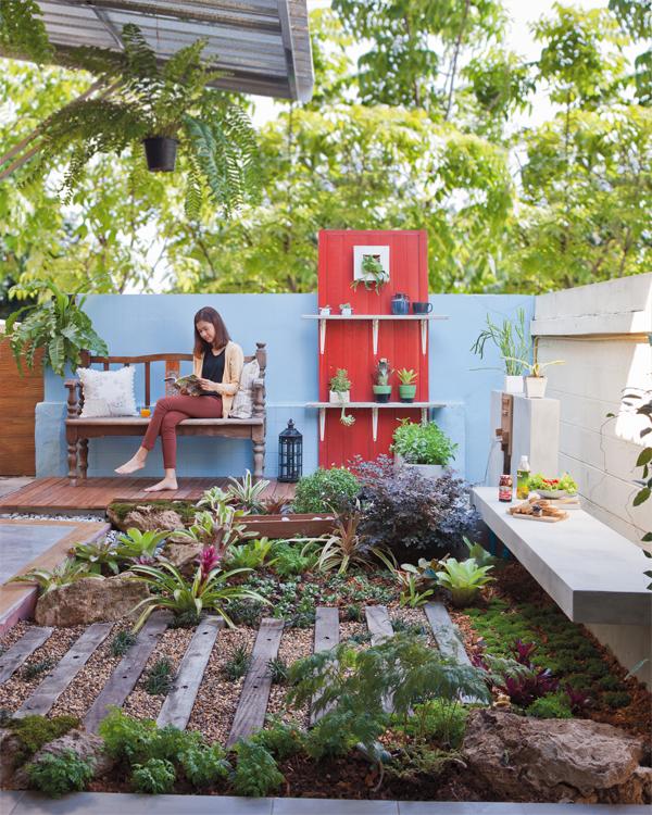 จัดสวนหน้าบ้านพื้นที่เล็กๆ มีแปลงปลูกผัก