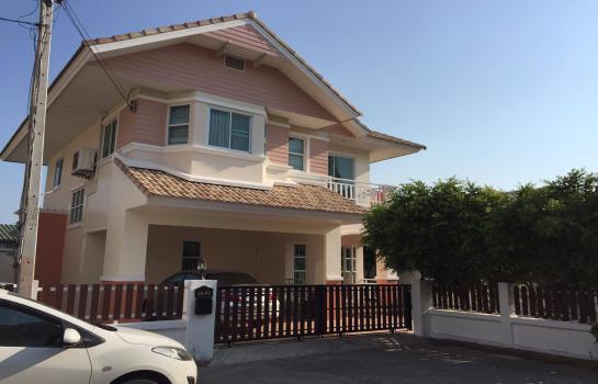 บ้าน ให้เช่า House for sale ขายบ้านเดี่ยวสองชั้นพร้อมฟอร์นิเจอร์ครบชุด หลังมุม โครงการมณีรินทร์อ่างศิรา ราคา 5.3ล้านบาท ฟรีค่าโอน ติดต่อคุณมน 086 7928852