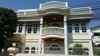 Single House FOR  RENT Chongnonsri  BTS