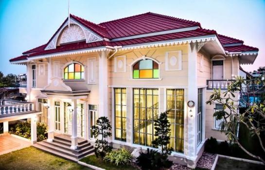 ขายบ้านเดี่ยวสร้างใหม่ 2 ชั้น 33 ล้าน 186 ตร.วา ทำเลย่านโชคชัย 4 และเลียบด่วนรามอินทรา 5 นอน 6 น้ำ แบบบ้านสวยหรู อลังการ คลาสสิคด้วยทรงไทยประยุกต์