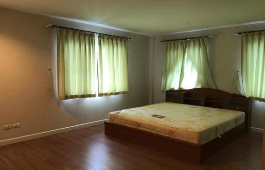 บ้านให้เช่า 4 ห้องนอนใกล้ สนามบินสุวรรณภูมิ - ลาดกระบัง หมู่บ้านชลดา สุวรรณภูมิ เฟอร์นิเจอร์ครบ พร้อมเช่า โทร. 095-4247706.  ไลน์.  @gho88
