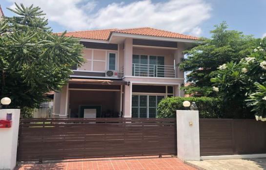 A5MG1109 ให้เช่าบ้านเดี่ยว 2 ชั้น 3 ห้องนอน 3 ห้องน้ำ พื้นที่ 64 ตรว. ใกล้ตลาดเจริญเจริญ ราคาเช่าเดือนละ 25,000 บาท