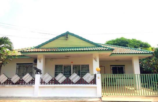 บ้านเดี่ยว ให้เช่า พัทยา  15000 บาทต่อเดือน (HRKAI1)  ให้เช่าบ้านเดี่ยวในซอยเนินพลับหวาน ขนาดบ้าน 70 ตรว  3ห้องนอน 2 ห้องน้ำ, มีแอร์ 4 ตัว,ห้องรับแขก, ห้องครัว, ที่จอดรถ, มีเฟอร์นิเจอร์ มีแอร์ โต๊ะกินข้าว มี สิ่งอำนวยความสะดวก CCTV หมู่บ้าน, รปภ.,
