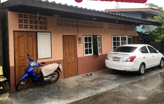 บ้าน ให้เช่า ((ขายบ้าน)) เป็นห้องแถว 2 ห้องติดกัน 2บ้านเลขที่ 40 ตรว.ฉโนดผืนเดียวกัน **อยู่ใกล้ตลาดใหม่ชลบุรี ห้างเฉลิมไทย นิคมอมตะนคร