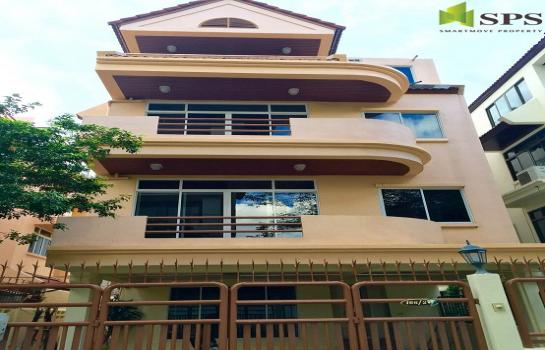 Single House in Townhouse style at Sukhumvit soi 31 for RENT