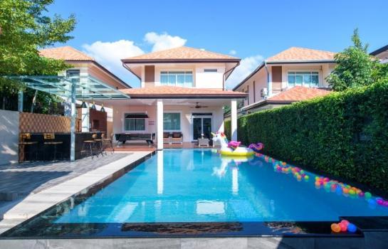 Pool Villa Pattaya พัทยาใต้ ใกล้ว้อคกิ้ง 10000 บาทต่อวัน (DRJANA)  ราคานี้ สำหรับ 8 ท่าน เสริมได้ 4 ท่านค่ะ  มี 4 ห้องนอน 4 ห้องน้ำ พร้อมสระส่วนตัว สระเกลือ 10x6m ลึก 1-1.8m  มีอ่างจากุชชี่  ชุดมีห้องโถงใหญ่แอร์บ้านทั้งหลัง ที่นอนปิ้คนิ้ค เสริม 3 ชุด
