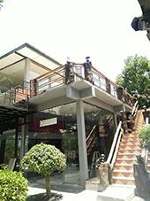 ให้เช่าตึก อาคาร สถานที่เหมาะแก่การทำร้านอาหาร ร้านกาแฟ ร้านสะดวกซื้อ เป็นอาคาร 3 ชั้น กระจกทั้งหลัง