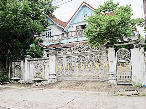 ขาย บ้านเดี่ยวหมู่บ้านลดาวัลย์ ริมถนนศรีนครินทร์, ติดสถานี BTS บ้านพร้อมที่ดิน 119 ตรว. 4 นอน 5 น้ำ